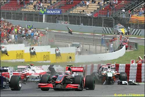 Авария Ярно Трулли и Адриана Сутила на старте Гран При Испании