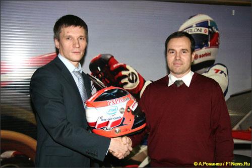 Дмитрий Костин, глава представительства FxPro в России, и победитель Конкурса - Дмитрий Радченко