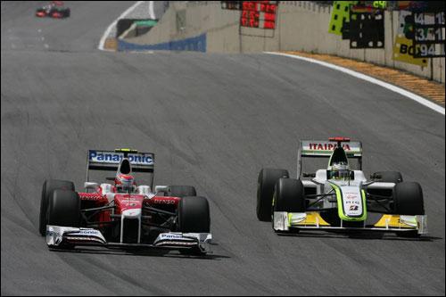 Дженсон Баттон обгоняет Камуи Кобаяши, Гран При Бразилии, 2009 г.