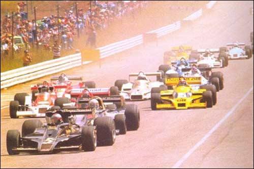 Марио Андретти лидирует на первых метрах Гран При ЮАР 1978 года