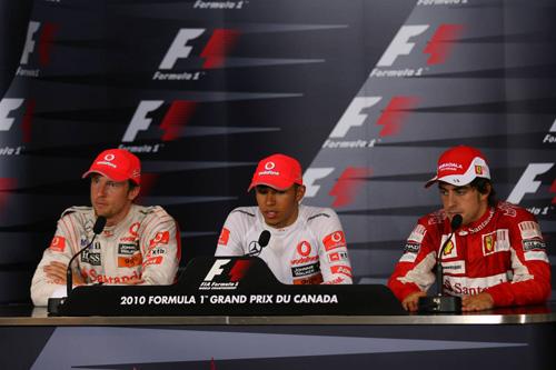 Слева направо: Дженсон Баттон, Льюис Хэмилтон, Фернандо Алонсо