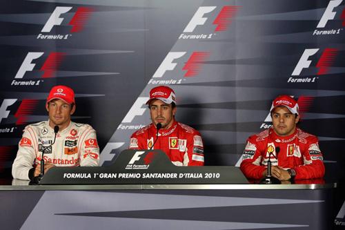 Слева направо: Дженсон Баттон, Фернандо Алонсо, Фелипе Масса