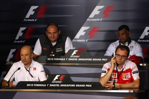 Слева направо: (первый ряд) Петер Заубер, Стефано Доменикали. (второй ряд) Колин Коллес, Тони Фернандес
