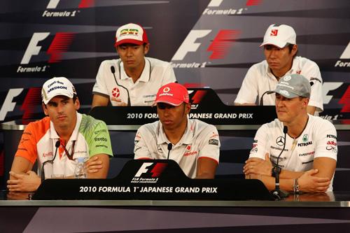 Слева направо: (первый ряд) Адриан Сутил, Льюис Хэмилтон, Михаэль Шумахер, (второй ряд) Сакон Ямамото, Камуи Кобаяши