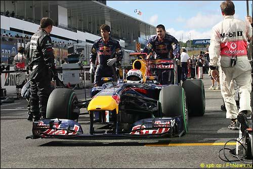 Стартовое поле Гран При Японии 2010. Себастьян Феттель