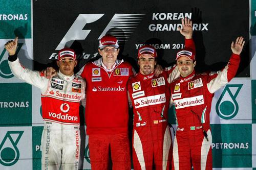 Слева направо: Льюис Хэмилтон, Крис Дайер (гоночный инженер Ф.Алонсо), Фернандо Алонсо, Фелипе Масса