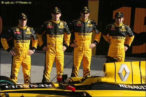 Жером Д'Амброзио (скрайний слева) и Хо-Пин Тун (крайний справа) на презентации Renault F1