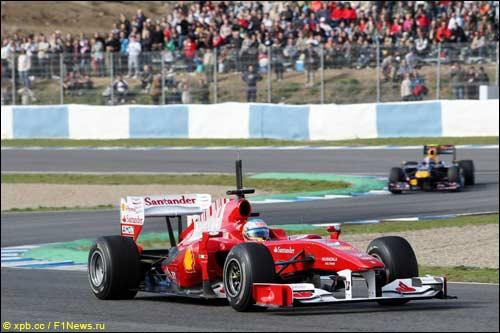 Фернандо Алонсо на тестах в Хересе за рулем Ferrari F10