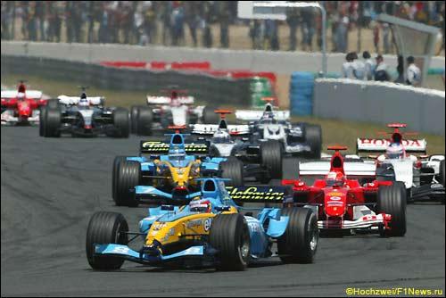 Фернандо Алонсо лидирует на первом круге Гран При Франции'04