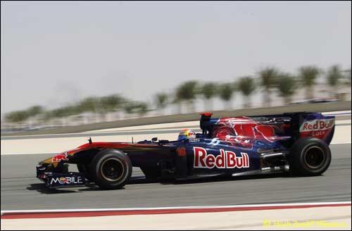 Себастьен Буэми на трассе в Бахрейне