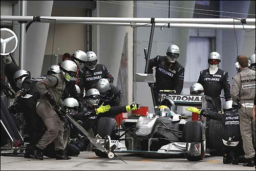 Пит-стоп Mercedes GP