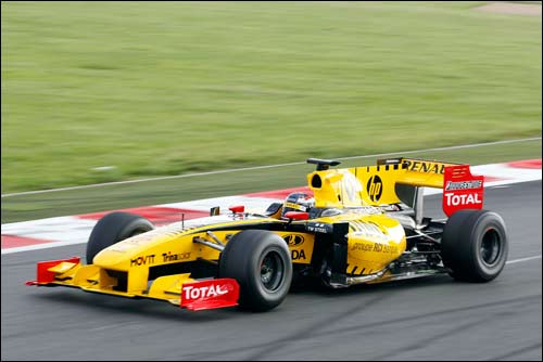 Михаил Алёшин за рулем Renault F1