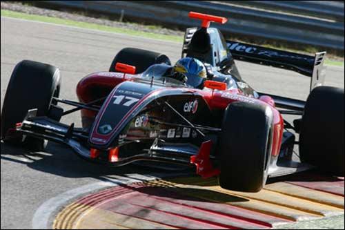 Эдриан Куэйф-Хоббс на тестах Мировой серии Renault на трассе Моторлэнд Арагон