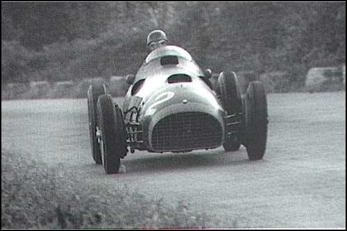 Победитель Гран При Италии 1951 года Альберто Аскари
