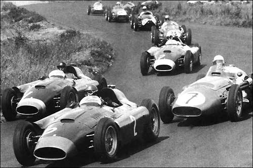 Борьба Фанхио (№1), Коллинза (№2) и Мосса (№7) на первом круге Гран При Германии 1956 года