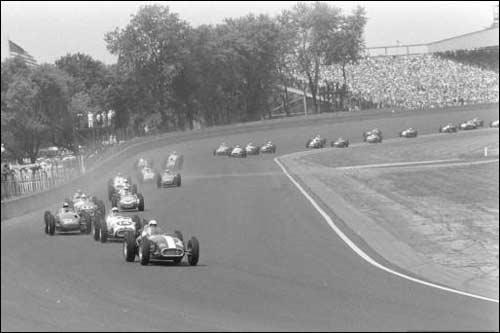Первый круг гонки 500 Миль Индианаполиса 1957 года (фото Life)