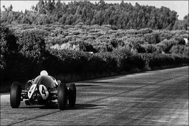 Победитель Гран При Португалии 1959 года Стирлинг Мосс