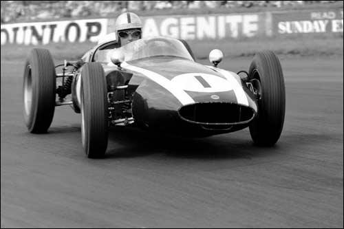 Победитель Гран При Великобритании 1960 года Джек Брэбэм