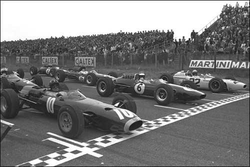 Грэм Химм (BRM), Джим Кларк (Lotus) и Ричи Гинтер (Honda) на первом стартовом ряду Гран При Голландии 1965 года