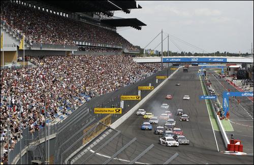 В Германии гонки DTM собирает полные трибуны