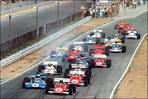 Жаки Икс лидирует на первых метрах Гран При Германии 1971 года, опережая Джеки Стюарта