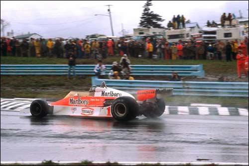 Победитель Гран При США-Восток 1977 года Джеймс Хант