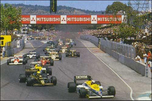 Найджел Мэнселл опережает Айртона Сенну и Кейо Росберга на старте Гран При Австралии 1985 года