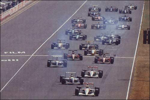 Айртон Сенна лидирурт на первых метрах Гран При Италии 1991 года