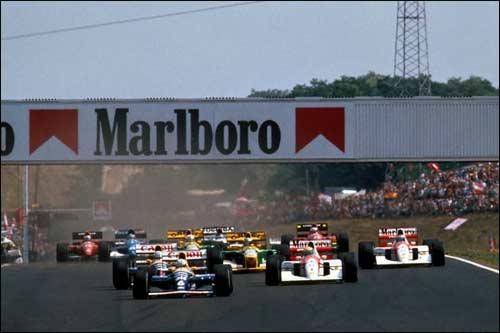 Риккардо Патрезе лидирует на старте Гран При Венгрии 1992 года