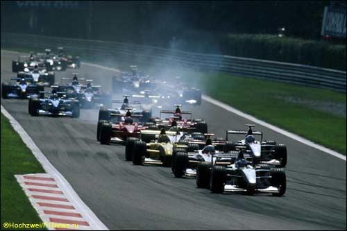 Мика Хаккинен лидирует на старте Гран При Италии 1999 года