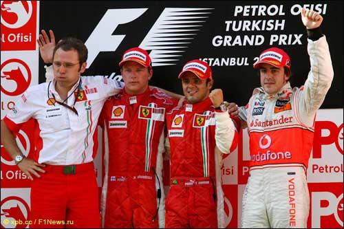 Стефано Доменикали, Кими Райкконен, Фелипе Масса и Фернандо Алонсо на подиуме Гран При Турции 2007 года