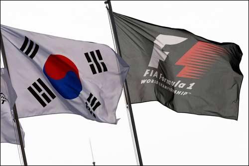 Национальный флаг Кореи и флаг Формулы 1