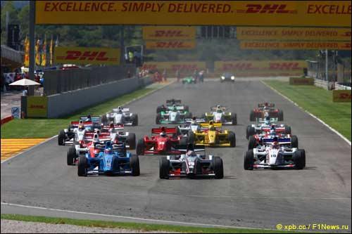 Старт гонки Формулы 2