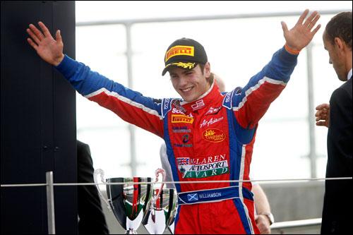 Km.bc Уильямсон выиграл воскресную гонки GP3 в Сильверстоуне