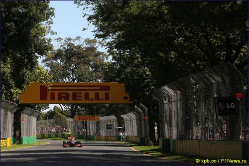 Льюис Хэмилтон на трассе Гран При Австралии