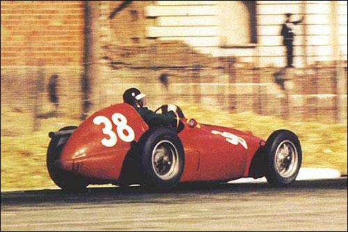 Победитель Гран При Испании 1954 года Майк Хоторн
