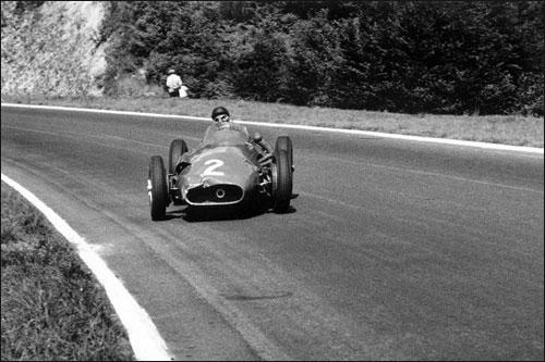 Хуан-Мануэль Фанхио на пути к победе в Гран При Франции 1957 года