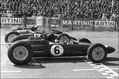 Будущий победитель Джим Кларк, Грэм Хилл и Брюс МакЛарен на первом стартовом ряду Гран При Голландии 1963 года