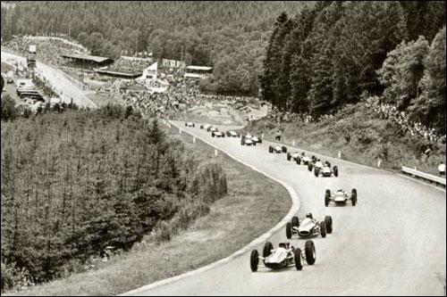Питер Арунделл лидирует на старте Гран При Бельгии 1964 года