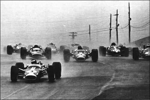 Джим Кларк лидирует на старте Гран При Канады 1967 года