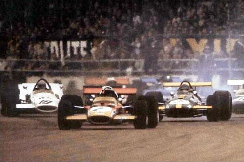 Йохен Риндт лидирует на старте Гран При Великобритании 1969 года