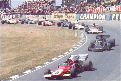 Жаки Икс лидирует на старте Гран При Великобритании 1972 года. Следом - будущий победитель Эмерсон Фиттипальди