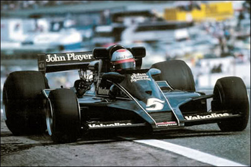 Победитель Гран При Испании 1977 года Марио Андретти