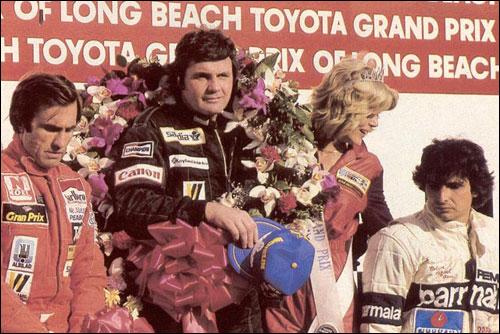 Карлос Рейтеман, Алан Джонс и Нельсон Пике на подиуме Гран При Лонг-Бич 1981 года