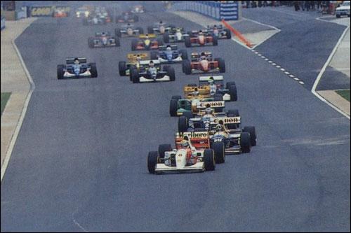 Айртон Сенна лидирует на старте Гран При ЮАР 1993 года