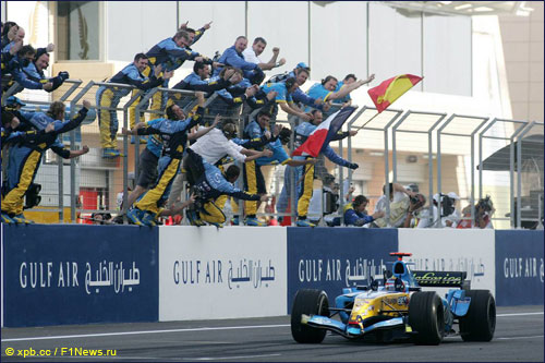 Победный финиш Френандо Алонсо на Гран При Бахрейна 2005 года