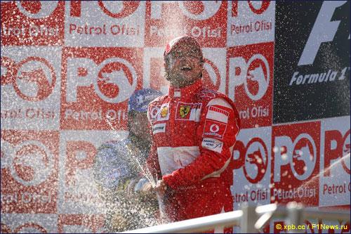 Победитель Гран При Турции 2006 года Фелипе Масса