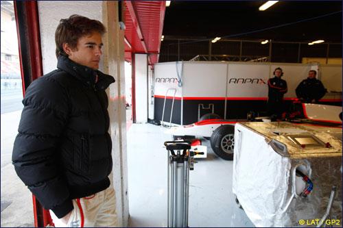 Том Диллман на тестах GP2 в Барселоне