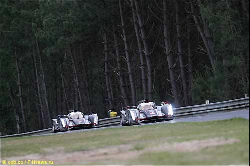 Гонщики Audi на трассе в Ле-Мане