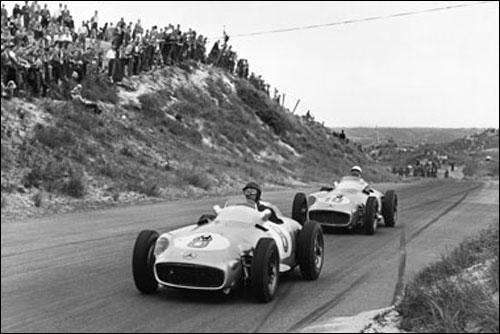Хуан-Мануэль Фанхио и Стирлинг Мосс на пути к успеху в Гран При Голландии 1955 года